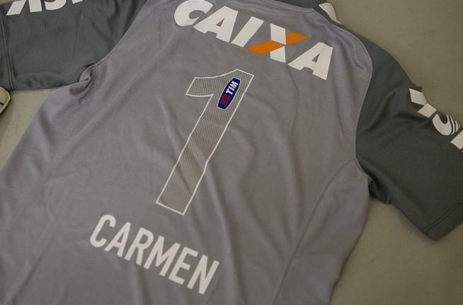 Homenagem �s m�es: jogadores entram com camisas com os nomes das m�es no uniforme