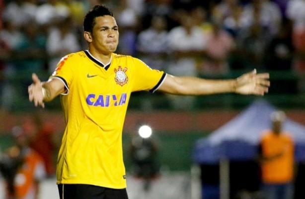 Luciano foi autor dos dois gols que classificaram o Corinthians