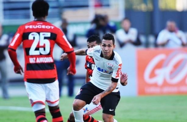 Petros durante a partida contra o Flamengo