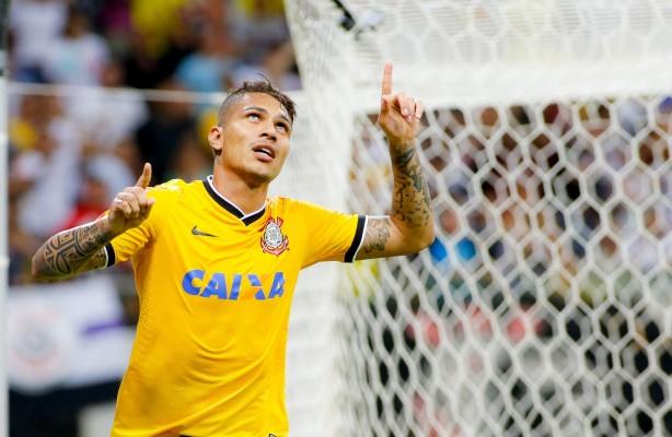 Guerrero comemorando gol pelo Corinthians