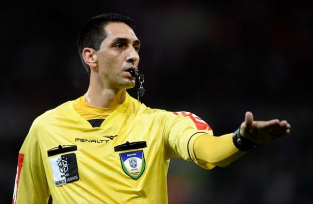 Flavio Rodrigues Guerra apita o clássico contra o Palmeiras