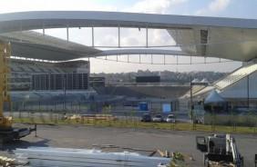 Finalizado, tel�o do lado sul da Arena Corinthians completa arquibancada