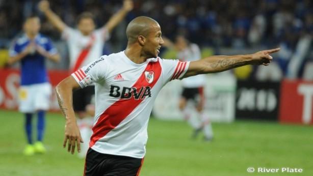 Carlos Sanchez segue na mira do Corinthians e pode ser refor�o para 2016