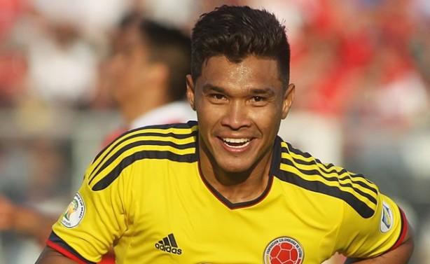 Corinthians usar� 'pr�-datado' para contratar Teo Gutierrez