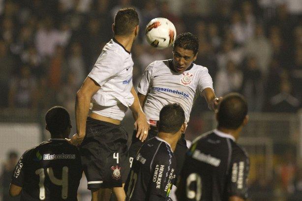 Paulinho fez o gol que eliminou o Vasco da Libertadores em 2012